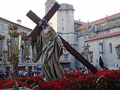 A Jesús con la Cruz a Cuestas, que cada Jueves Santo recorre las calles de Pontevedra, acompañado por la Cofradía de Nuestro Padre Jesús